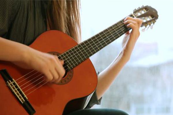 Bạn cần phải biết phân bổ thời gian tập luyện đàn guitar sao cho hợp lý nhất