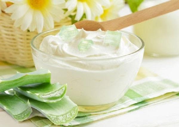 Đối với da khô công thức làm mặt nạ sữa chua và nha đam vô cùng hiệu quả