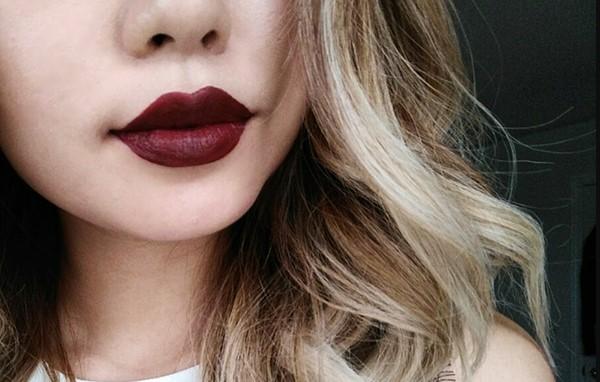 Màu son đỏ rượu vang sẽ giúp cô nàng da ngăm trở nên sang trọng