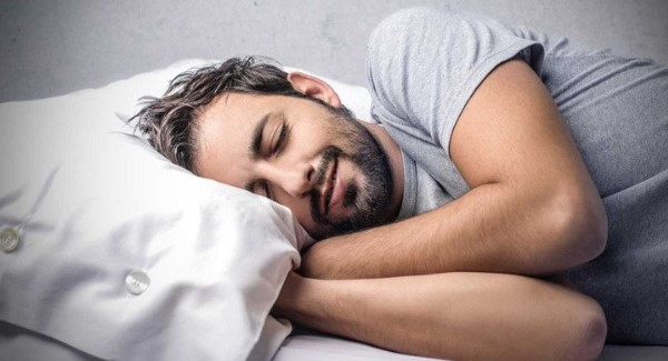 Đảm bảo da của bạn luôn sạch sẽ trước khi bạn lên giường đi ngủ