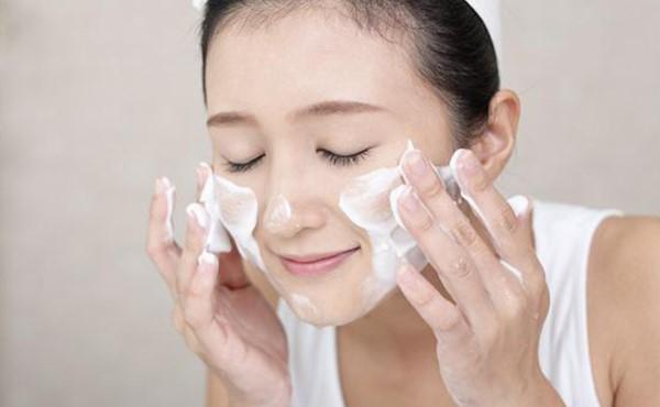 Cân nhắc lựa chọn sữa rửa mặt phù hợp với da nhạy cảm