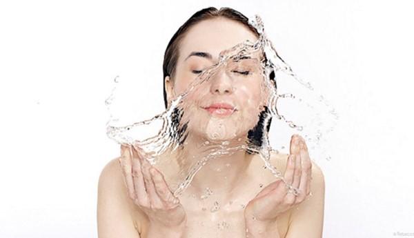 rửa mặt thật sạch